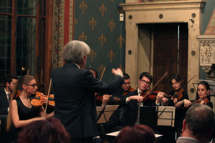 Mosaic Chamber Orchestra in concerto