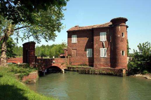 Between Vigevano and Mortara
