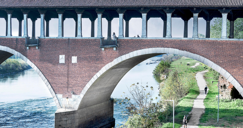 Particolare arcata e camminamento del Ponte Coperto, Pavia.