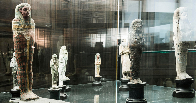 La collezione egizia nelle sale del Castello Visconteo, Pavia.